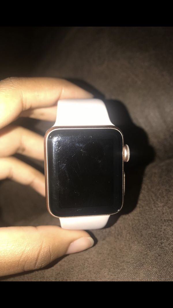 SERIES 3 APPLE WATCH ( PERFECT CONDITION NO CRACKS )