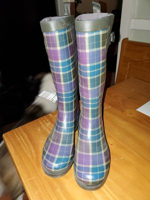 Size 8 Rain Boots (more like 7 1/2) for Sale in Meriden, CT