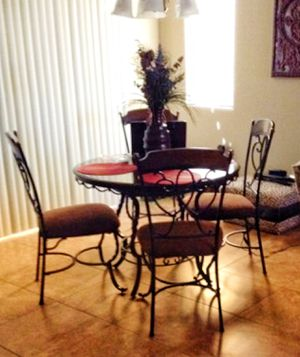 """42"""" Round Breakfast Table and chairs for Sale in Buckeye, AZ"""