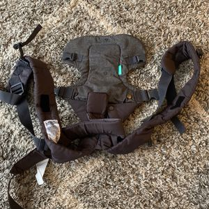 Infantino 4-in-1 Carrier for Sale in Cleveland, OH
