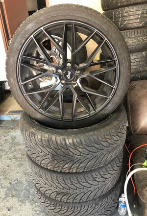 305/35/24 tire and rim for Sale in Sterling Heights, MI