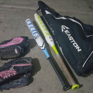 Softball Set, 2-gloves, 2-bats, Carrying Bag for Sale in Chandler, AZ