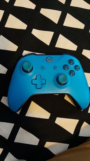 Xbox one controller gen 2 for Sale in Los Angeles, CA