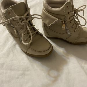 Girls Boots 10c for Sale in Tolleson, AZ