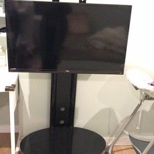 Sold a 39-inch TCL TV. 50 dollars. TV stand for $50. It costs $80 together. for Sale in Eastvale, CA
