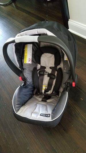 Graco SnugRide 35 Infant Car seat with two bases for Sale in Baltimore, MD