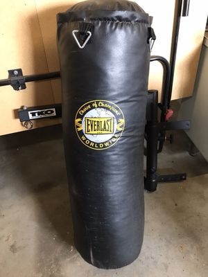 TKO swivel wall mount and 75lb heavy bag for Sale in East Wenatchee, WA