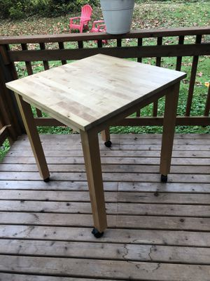 Small kitchen table for Sale in Snohomish, WA