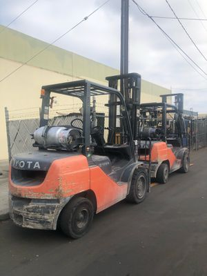 2016 Toyota Forklift 6000 LBS 8FGU30 LOW HOURS for Sale in Orange, CA