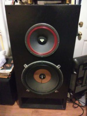 """800 Watts Cerwin Vegas 4' x 2' x 2' loud speakers with 18"""" woofers for Sale in Washington, DC"""