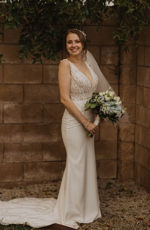 Justin Alexander Wedding dress! Size 10 fits an 8 for Sale in Riverside, CA