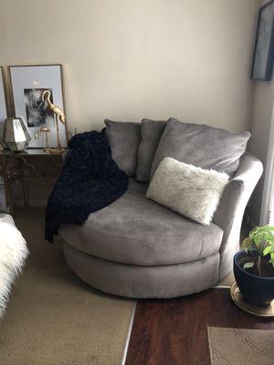 Oversized swivel chair. for Sale in Virginia Beach, VA