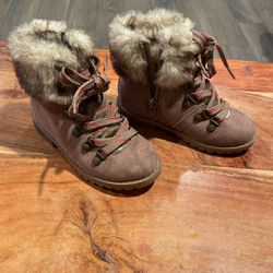 7c Toddler Girl Brown Snow Boots for Sale in Lakewood,  CA
