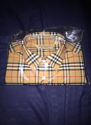 Burberry long sleeve for Sale in Conyers, GA