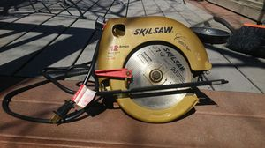 Skilsaw classic 12 amps 2,5 HP 7 1/4 blade for Sale in Denver, CO