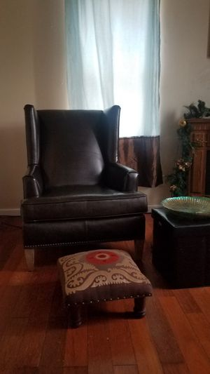BONDED WINGBACK LEATHER NAILHEAD ACCENT CHAIR for Sale in Philadelphia, PA