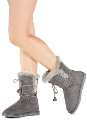 women's Size 11 grey furry snow boots for Sale in Arlington, TX