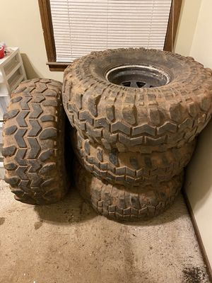 38.5 x 14.5 -R15 on 6x5.5 bolt 15x10 rims super swamper for Sale in Anderson, SC