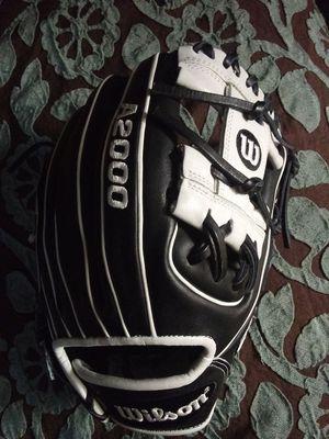 A2000 Baseball Glove 11.25 Wilson for Sale in Coronado, CA