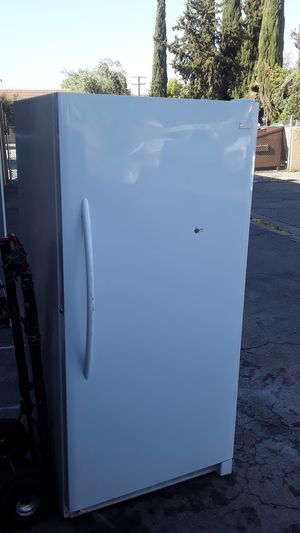 Freezer frigdaire works great for Sale in Tulare, CA