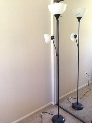 Floor lamp with 2 bulbs for Sale in Lake Forest, CA