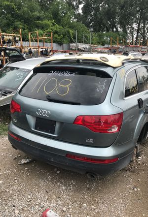 Selling parts for a gray 2007 Audi Q7 for Sale in Detroit, MI