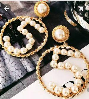 Ladies Number 5 brand new Pearl earrings. for Sale in Apple Valley, CA