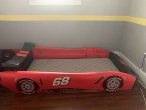 Twin race car bed ! for Sale in Valley View, OH