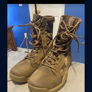 Nike Boots Size 7.5 for Sale in Poinciana, FL