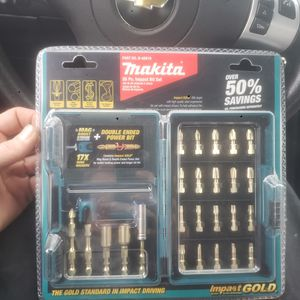 Makita drill bit set for Sale in Belleville, IL