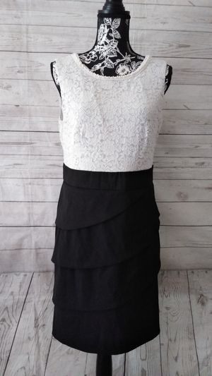 Beautiful Connected Apparel Dress , Juniors size 14p. ( Worn once ) for Sale in Frederick, MD