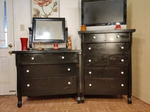 ($145 each)Solid wood set of 2 dressers will big drawers and mirror in good condition all drawers working, dovetail drawers, driveway pickup. for Sale in West Springfield, VA