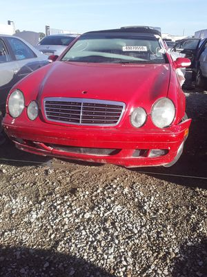 2002 Mercedes Benz Clk 320 for parts for Sale in Houston, TX
