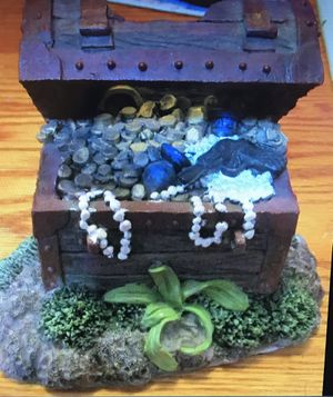 Fish tank decor treasure chest for Sale in Everett, WA