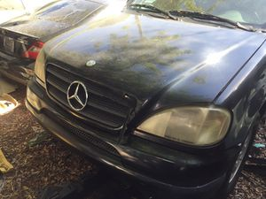 1998 Mercedes Benz ML320 W163 for parts for Sale in Saint Petersburg, FL