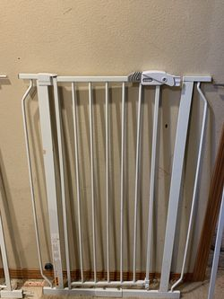 Regalo Extra Tall Walk Through Baby Gate for Sale in Mukilteo,  WA
