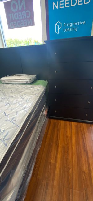 New Full Size Two Piece Bedroom set with Mattress and Boxspring for Sale in Orlando, FL