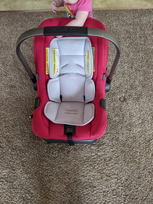 Nina Pippa car seat and base. for Sale in Oswego, IL
