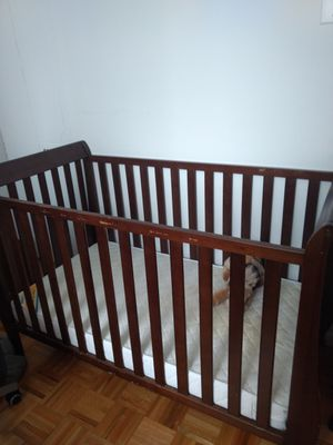 Baby brown crib with mattress for Sale in Jersey City, NJ