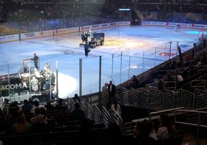2 Tickets KINGS vs Buffalo SABRES 10/17 Lower Bowl Row 1 Section 205 for Sale in Huntington Beach, CA
