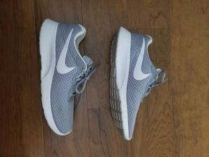Nike tanjun mens shoes size 8.5 for Sale in Columbia, MD
