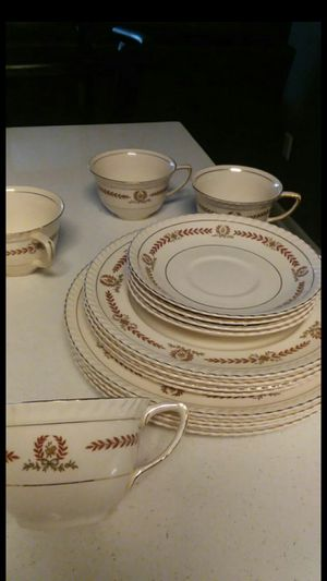 dish set / plates/ royal for Sale in Columbus, OH