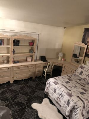 Real wood 10 piece FULL bedroom set for Sale in Fontana, CA