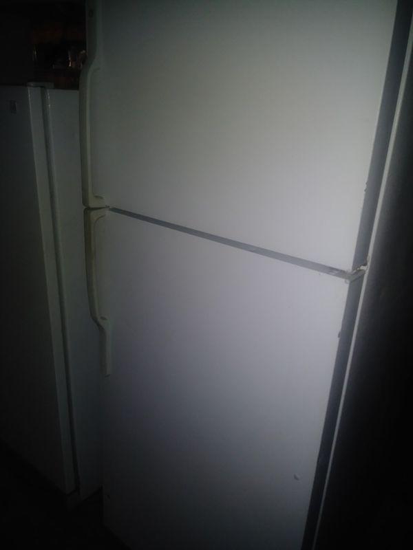 Ge refrigerator top freezer 17.5- cu.ft 2018