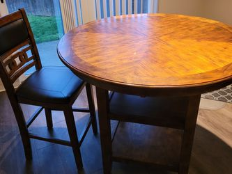 Round Wood Dining Table & 4 Chairs for Sale in Kent,  WA