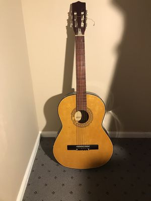 Lero acoustic guitar W/case for Sale in Queens, NY