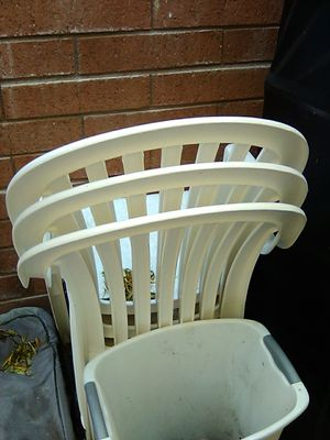 Patio furniture. White plastic. Set of four and a table for Sale in Mesa, AZ