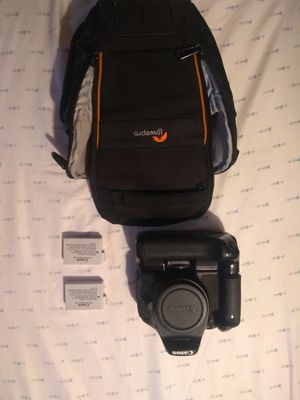 Canon t3i with Camera Bag, Battery Grip, and 2 Canon batteries for Sale in Universal City, CA