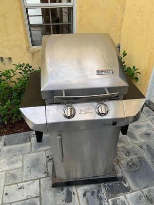 Char Broil BBQ Grill and utensils for Sale in Los Angeles, CA