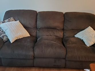 Free Recliner Couch for Sale in Vancouver,  WA
